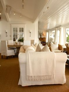 I love the light, airy openness of this space, yet it feels warm and inviting.