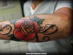 25 fotos de Tatuagens femininas e masculinas de Rosas que vão te inspirar a fazer uma tattoo