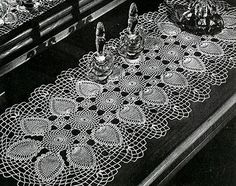 Runner crochet pattern originally published in Pineapple Designs, Spool Cotton Co #230.