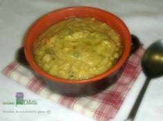 La zuppa di fave secche, è una ricetta semplice e nutriente, adatta per riscaldare le fredde serate invernali. Potete servire la vostra zuppa di fave secche