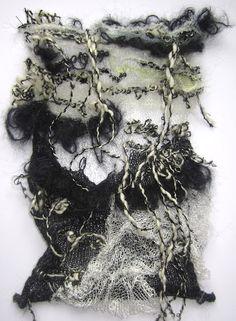 tan bueno como el punto obtiene muestra tejida en capas con flecos - so gut wie gestrickt wird gestrickte probe mit fransen überlagert Textile Texture, Textile Fiber Art, Textile Fabrics, Textile Artists, Knitwear Fashion, Knit Fashion, A Level Textiles, Knit Art, Creative Textiles