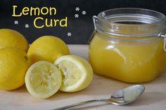 Lemon Curd /  Ingrediënten voor 2 jampotten (ongeveer 600 ml)  - 110 gram ongezouten boter - 3 eieren - 225 gram suiker - 3 citroenen