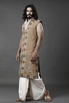 Fashion and the sort Indian Men Fashion, Ethnic Fashion, Kalamkari Kurta, Ethenic Wear, Middle Eastern Fashion, Wedding Sherwani, Oriental Fashion, Oriental Style, Traditional Fashion