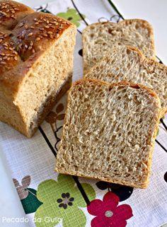 O pão desta semana é mais uma receita que vem lá da cozinha da Sandra . É um pãozinho neutro e simples mas que fica muito bonito nesse fo...