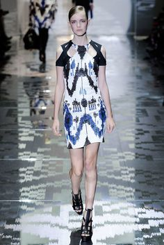 Gucci Spring 2010 Ready-to-Wear Fashion Show - Imogen Morris Clarke