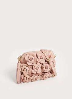 Bandolera de piel rosa con flores de Uterqüe (99 euros) - AR Revista Firmes 51a178220f53