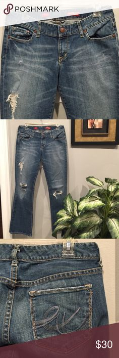 """Express """"Stella Boot Cut"""" Sz 6 Ripped Perfect color """"wash"""", like new condition, ripped jeans boot leg, 32"""" inseam. **Note hems are distressed as well, NOT Worn Express Jeans Boot Cut"""