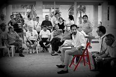 26.7.2013 Quartiere S.Paolo. Tantissimi i problemi esposti dai cittadini: la sicurezza e l'assenza delle istituzioni, la mancanza di un ufficio postale, il parco di via De Ribera pieno di topi, la mancanza di una circolare che colleghi tutto il quartiere, la carenza di centri ricreativi per giovani e anziani, il centro direzionale di Piazza Europa con i suoi affitti troppo alti, la fontana ormai diventata una fogna... #sediarossatour http://ht.ly/qmYLe e video qui http://ht.ly/qmZ9S