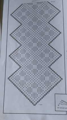 Shell simply Crochet pattern by HT Design H. Crochet Table Runner Pattern, Crochet Tablecloth, Crochet Doilies, Filet Crochet Charts, Crochet Diagram, Simply Crochet, Free Crochet, Diy Crafts Crochet, Crochet Square Patterns