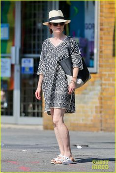 Julianne Moore answers her cell phone while enjoying the hot summer day on Wednesday (July 2) in New York City.