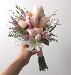 Simple Wedding Bouquets, Bridesmaid Flowers, Flower Bouquet Wedding, Floral Wedding, Hand Bouquet, Dried Flower Bouquet, Beautiful Flower Arrangements, Beautiful Flowers, Pretty Henna Designs