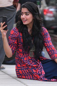 Rashmika Mandanna in DevaDas Beautiful Girl Indian, Most Beautiful Indian Actress, Beautiful Girl Image, Indian Actress Photos, South Indian Actress, Indian Actresses, Stylish Girls Photos, Stylish Girl Pic, Beautiful Bollywood Actress