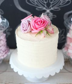 Rose topped cake by zuckermonarchie.de