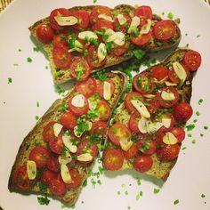 @gastronomikiiski #poilane #poilanebread #sourdough #bread #cherrytomato #garlic #oliveoil