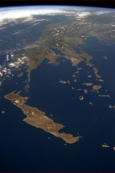 Crete, the Cyclades and Mainland Greece seen from the International Space Station. Planet Earth From Space, Earth Space, Santorini, Crete Island, Crete Greece, Birds Eye View, Ancient Greece, Science And Nature, Life Science