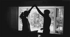 """Những dấu hiệu chàng yêu bạn thật lòng dù không nói thành lời - http://www.iviteen.com/nhung-dau-hieu-chang-yeu-ban-that-long-du-khong-noi-thanh-loi/ Không phải người đàn ông nào cũng thích nói """"anh yêu em"""" hoặc biết cách thể hiện cảm xúc lãng mạn. Nhưng khi yêu thật lòng họ sẽ có những cử chỉ vô cùng ngọt ng&agr"""