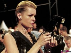Rebecca Romijn in Femme Fatale Pixie Hairstyles, Celebrity Hairstyles, Rebecca Romijn Stamos, Milk Splash, Ugly Betty, Man About Town, Daniel Wellington, American Actress, Supermodels