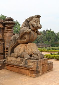This is a sculpture found in the Konarak Sun Temple, Odisha state, India. It shows a rampant lion standing upon a crouching elephant, the whole sculpture being. Indian Temple Architecture, India Architecture, Amazing Architecture, Ancient Architecture, Om Art, Apocalypse Art, Fu Dog, Temple Design, Tanjore Painting