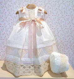 De ordandí color beige, un diseño muy elegante.  Ideal para bautizo u ocasiones especiales.  PVP...62,50 Eur. (faldón y capota)   VERLO EN T...