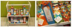 Kleurrijke doopsuiker in het thema 'beertjes' voor Milan: oranje, groene en blauwe doosjes worden afgewisseld en voorzien van een labeltje met de naam eveneens in de 3 kleuren.  Voor de kindjes zijn er plexi beertjes gevuld met een zomer assortiment smarties van De Bock