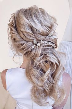 30 Wedding Hairstyles 2019 Ideas We have collected wedding makeup ideas based on the wedding fashion week. Look through our gallery of wedding hairstyles 2019 to be in trend! Wedding Hairstyles Half Up Half Down, Wedding Hairstyles For Long Hair, Loose Hairstyles, Wedding Hair And Makeup, Bride Hairstyles, Hair Wedding, Bridesmaid Hairstyles, Messy Half Up Half Down Hair, Upstyle Wedding Hair