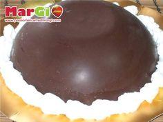 Lo zuccotto al cioccolato è un dolce gustoso e sfizioso, adatto per chi ama il cioccolato. Lo zuccotto è un'ottima soluzione per riciclare avanzi di dolci