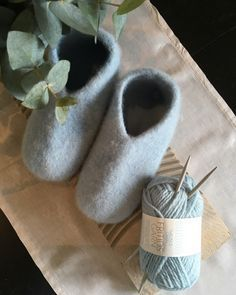Knitting Stiches, Knitting Socks, Baby Knitting, Knitting Patterns, Knit Socks, Drops Design, Yarn Projects, Knitting Projects, Homemade Crafts