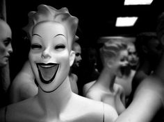 11 Varieties Of Mannequins That Make Shopping A Total Nightmare Vintage Bizarre, Creepy Vintage, Aesthetic Photo, Aesthetic Art, Gothic Aesthetic, Diy Halloween Decorations, Halloween Diy, Halloween Pictures, Mannequin Art