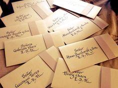 Marcando tarjetas de matrimonio de Susana Angel