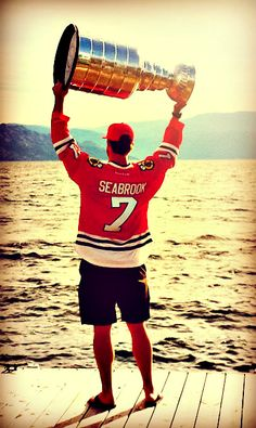 Seabs with the cup Blackhawks Hockey, Chicago Blackhawks, Chicago Bears, Hockey Games, Hockey Players, Religion In Canada, Black N Red, Song Words, We Are The Champions
