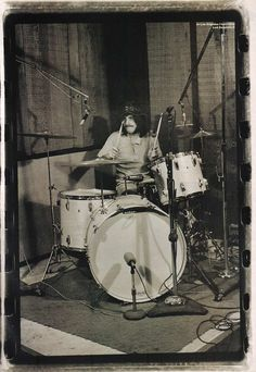 John Bonham 1948 - Led Zeppelin Look at that drum set! John Bonham, Led Zeppelin, John Paul Jones, Instruments, Great Bands, Cool Bands, Rock N Roll, Beatles, Jimmy Page