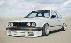 BMW E30 3 series white slammed