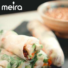 Vietnamilaisia riisipaperikääryleitä on hauska rullailla yhteisessä illanvietossa. Kata kaikki raaka-aineet, riisipaperit ja dippi pöytään ja yhteinen rullailusessio...
