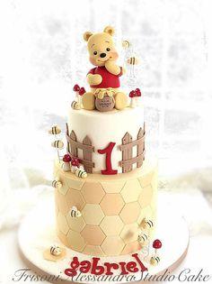 Bee Cakes, Girl Cakes, Cupcake Cakes, Creative Birthday Cakes, Beautiful Birthday Cakes, Winnie Pooh Torte, Baby First Birthday Cake, Honeycomb Cake, Gateaux Cake