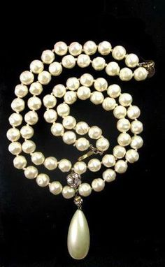 Chanel pearl necklace with drop Chanel Pearls, Chanel Jewelry, Bling Jewelry, Pearl Jewelry, Coco Chanel, Pearl Necklace, Fashion Jewelry, Jewellery, Strand Necklace