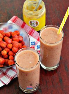 Smoothie cu unt de arahide si frăgute Unt, Raw Vegan, Stay Fit, Smoothies, Panna Cotta, Deserts, Lose Weight, Pudding, Healthy Recipes