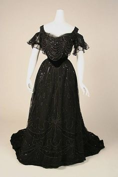 Black Edwardian Dress:  (Edwardian Era (1901-1910).  jj