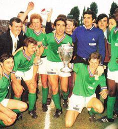 31 mai 1970: Finale de la Coupe de France - ASSE 5-0 Nantes - 3ème trophée pour l'ASSE Retro Football, Vintage Football, Ronaldo, Coupe Des Clubs Champions, Liverpool, Trophy Shop, Fc Nantes, France Football, St Etienne