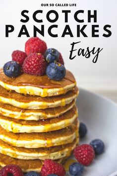 If you're looking for an easy and tasty Scotch Pancake recipe then this is the one for you. Just five ingredients needed to make this yummy snack. How To Make Pancakes, Pancakes Easy, Fluffy Pancakes, Uk Recipes, Baking Recipes, Brunch Recipes, British Pancakes Recipe, Easy Waffle Recipe