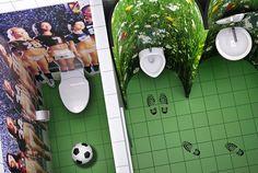 Туалет для мальчиков. Молодой и динамичной компании требовался новый офис с необычным ярким, но очень недорогим интерьером. Мы сумели снизить расходы на отделку, используя принты на различных  поверхностях. Enter Связной.  #стены #отделкаофиса