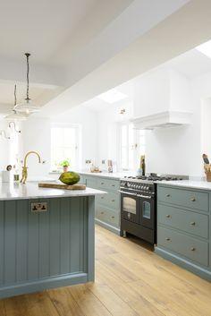 The Trinity Blue Kitchen by deVOL: scandinavian Kitchen by deVOL Kitchens Scandinavian Kitchen, Cozy Kitchen, Home Decor Kitchen, New Kitchen, Scandinavian Style, Shaker Kitchen, Stylish Kitchen, Scandi Style, Kitchen Gifts