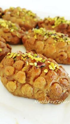 KALBURABASTI  KALBURABASTI NASIL YAPILIR  KALBURABASTI TARİFİ  En sevdiğim  bayram tatlılarından  biridir...Kıyır kıyır bir tatlı....  ...