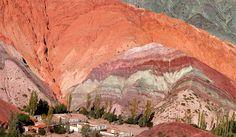La Quebrada de Purmamarca y el Cerro de los Siete Colores, en la provincia de Jujuy.