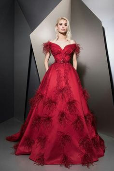 MaySociety — Ziad Nakad Ready To Wear Fall/Winter Red Fashion, Couture Fashion, Fashion Dresses, Elegant Dresses, Nice Dresses, Prom Dress Couture, Evening Dresses, Prom Dresses, Designer Gowns