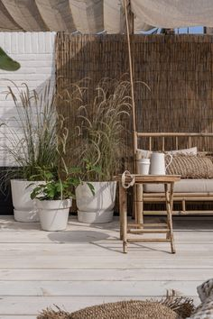 Groen in de tuin - ELLE INTERIEUR Porch And Balcony, Outdoor Balcony, Outdoor Lounge, Outdoor Gardens, Outdoor Decor, Roof Gardens, Outside Living, Outdoor Living Areas, Outdoor Spaces