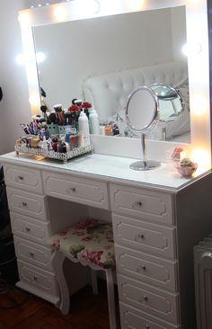 como decorar um quarto pequeno branco penteadeira (6)
