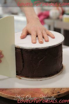 How to: Smooth a cake