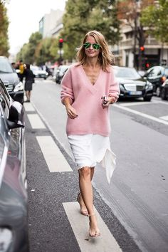 I love the color contrast here. tip: pair fall fashion with spring colors