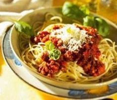 Spaghetti Bolognese by Thermomix Rezeptentwicklung on www. Spaghetti Bolognese Thermomix, Cooking, Ethnic Recipes, Food, Kitchens, Chef Recipes, Pasta Meals, Noodles, Cuisine