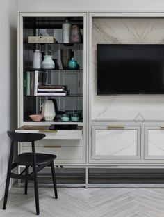 The New Deco kitchen is a new addition to our luxury kitchen collection. It draws inspiration from Art Deco designs. See more of the stunning New Deco kitchen. Custom Kitchens, Bespoke Kitchens, Stone Cladding, Geometric Lines, Kitchen Collection, Art Deco Design, Clever, Marble, Porcelain